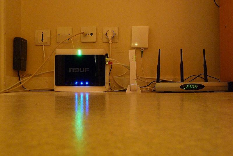 j ai une freebox adsl et une neufbox optique. Black Bedroom Furniture Sets. Home Design Ideas