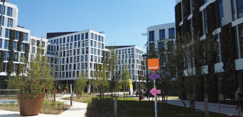 orange a inaugur son nouveau centre de r d en pr sence de fran ois hollande. Black Bedroom Furniture Sets. Home Design Ideas