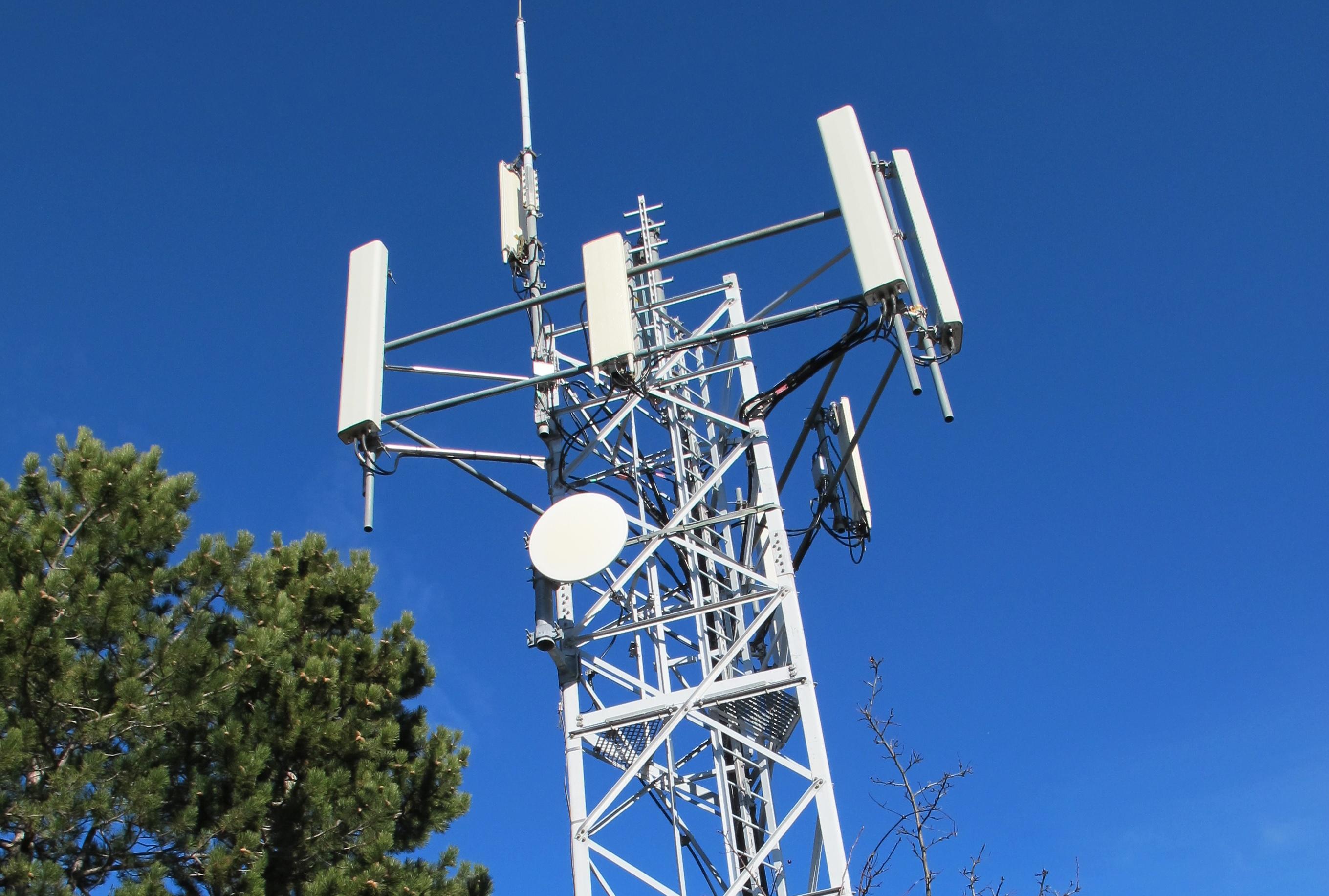 Antenne-te%CC%81le%CC%81phone-Puymaure(1)(2)(1).jpg