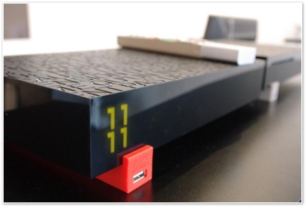 L int rieur de la freebox r volution d cortiqu e en photos - Port usb freebox revolution ...
