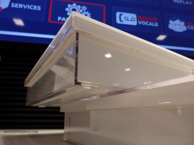 univers freebox teste la freebox crystal le design et le comparatif avec la freebox hd. Black Bedroom Furniture Sets. Home Design Ideas