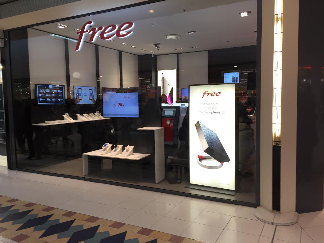 free mobile lance le smartphone le moins cher de sa boutique en ligne. Black Bedroom Furniture Sets. Home Design Ideas