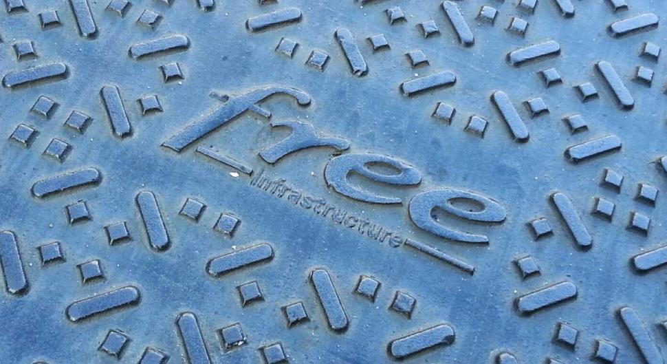Reportage photo d couvrez comment free installe la fibre for Qui installe la fibre optique