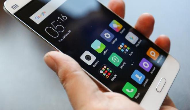 Un smartphone retiré de la vente, une mise à jour pour trois autres — Dépassement du DAS