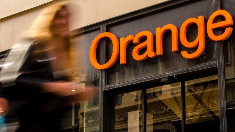 Des salariés d'Orange étaient en grève, le 31 décembre, contre les fermetures de magasins