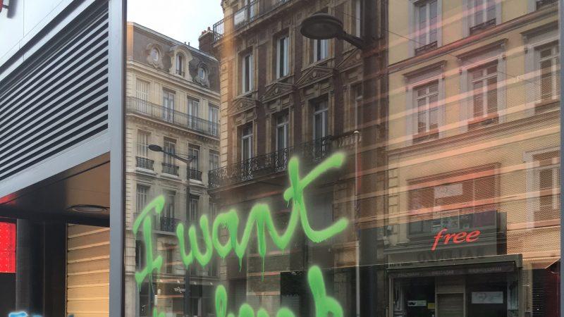 Le Free Center de Rouen tagué par les manifestants casseurs