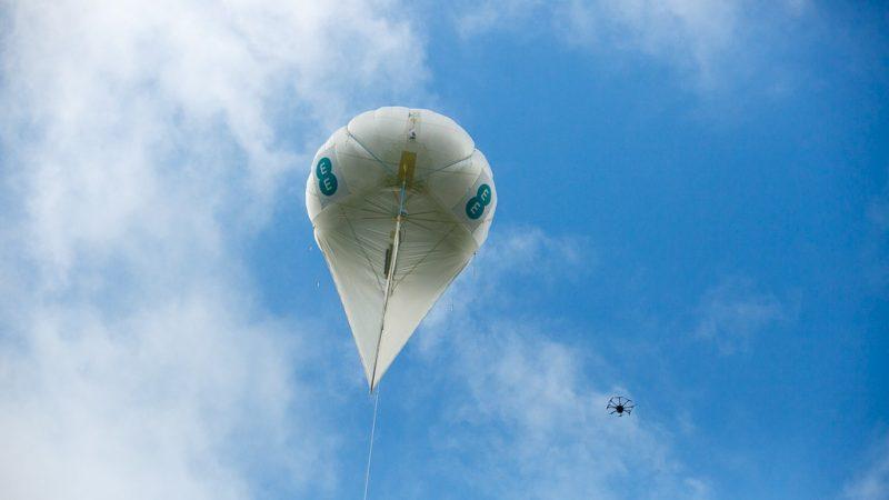 Zones blanches : et si les opérateurs investissaient dans des ballons et des drones ?