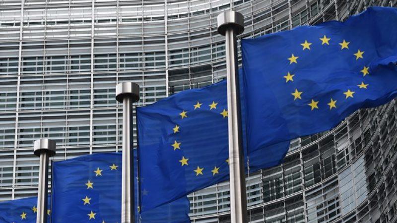 Le nouveau projet de réforme des télécoms de Bruxelles sécurise et accélère les investissements dans la fibre, et séduit Orange