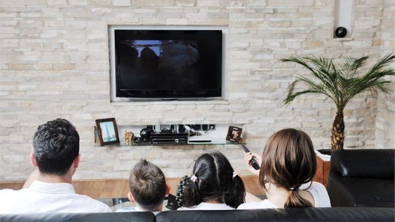 Télévision : pour la première fois, la réception par internet rejoint la réception hertzienne sur l'ensemble du foyer aux 3eme et 4eme trimestres 2017