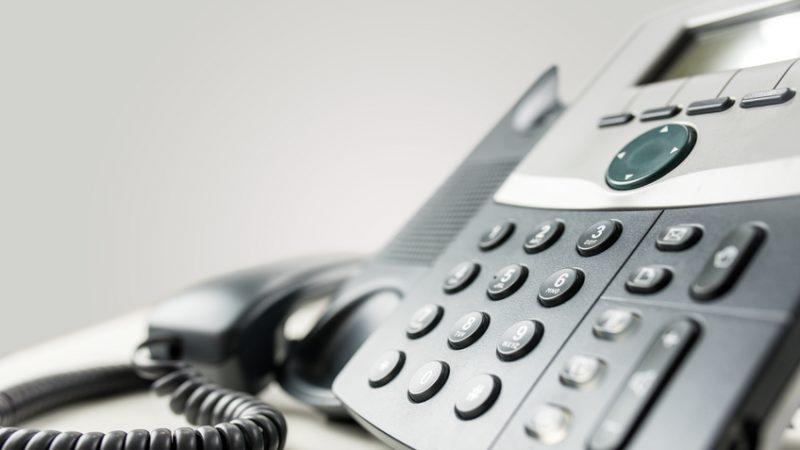 Privée de téléphone, une maison de retraite attaque Orange et SFR en justice