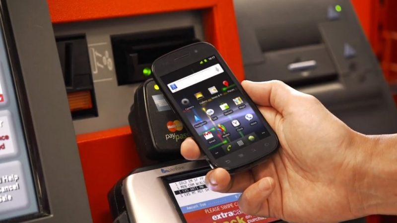 Paiement sans contact sur smartphone, plusieurs banques se lancent