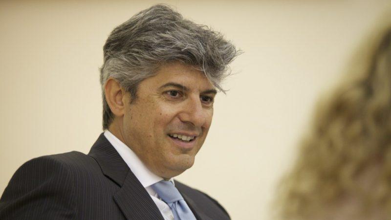 Le patron de Télécom Italia, en conflit avec Vivendi, annonce sa démission