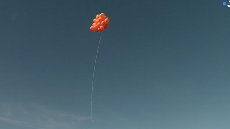 Insolite :  face à l'implantation d'une antenne, des riverains usent de ballons de baudruche dans les airs pour faire entendre leur voix