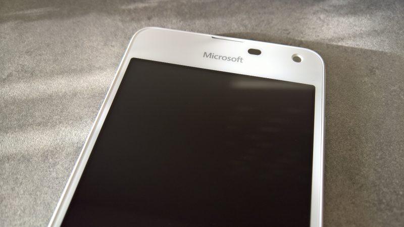 Univers Freebox teste le Microsoft Lumia 650, un smartphone très fin avec un design Premium