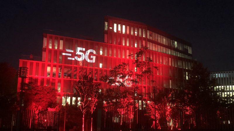 Altice inaugure son siège parisien et y allume la 5G