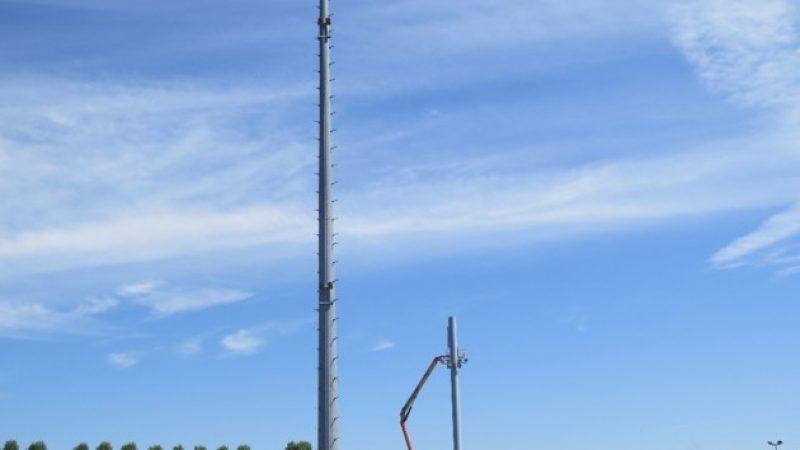 Carton jaune pour la nouvelle antenne Free Mobile du stade du commandant Hébert à Deauville