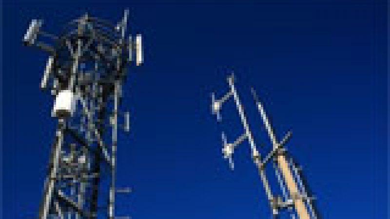 Selon l'ARCEP, Free Mobile couvre maintenant 45 à 50% de la population, et recherche 4000 sites