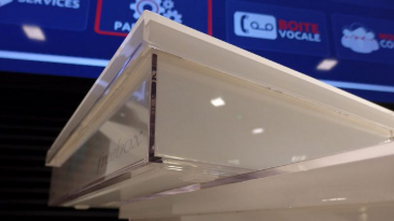 Univers Freebox teste la Freebox Crystal : Le design et le comparatif avec la Freebox HD