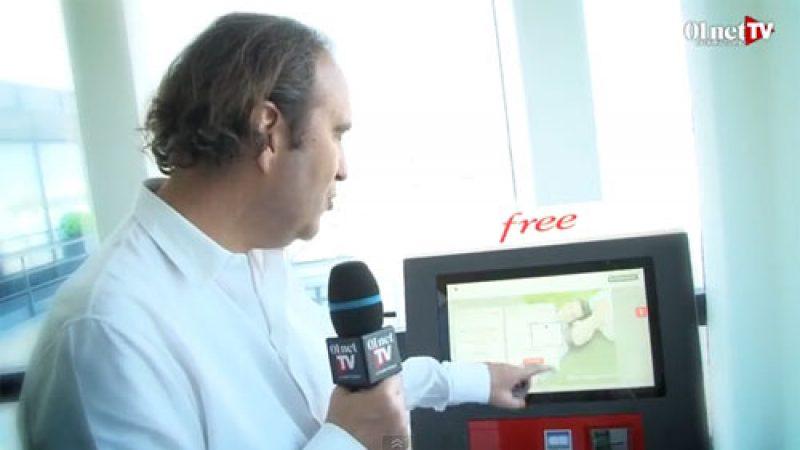 Xavier Niel fait une démo vidéo de la borne Free, et explique d'où est venue l'idée