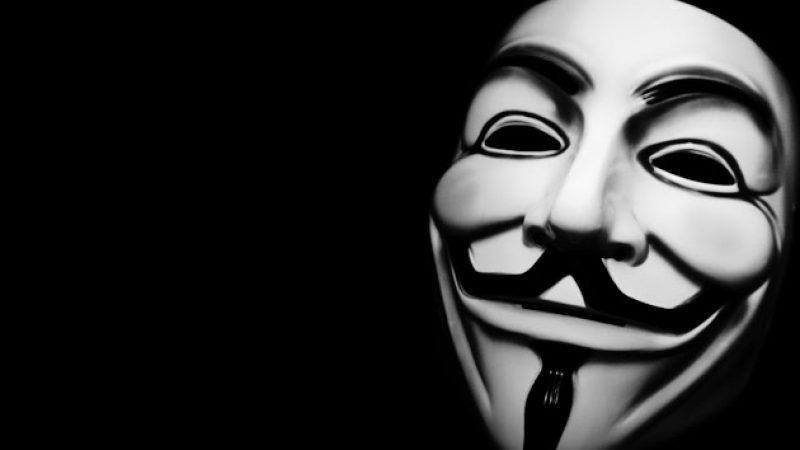 Un anonymous, sorti de l'école 42 de Xavier Niel, jugé pour avoir révélé des données personnelles de policiers