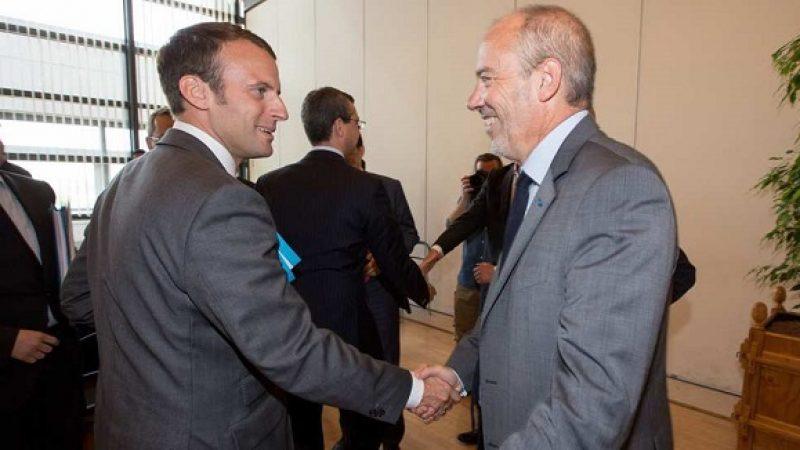 Emmanuel Macron s'apprête à signer un arrêté concernant l'utilisation du mot « fibre » dans les publicités des opérateurs télécoms