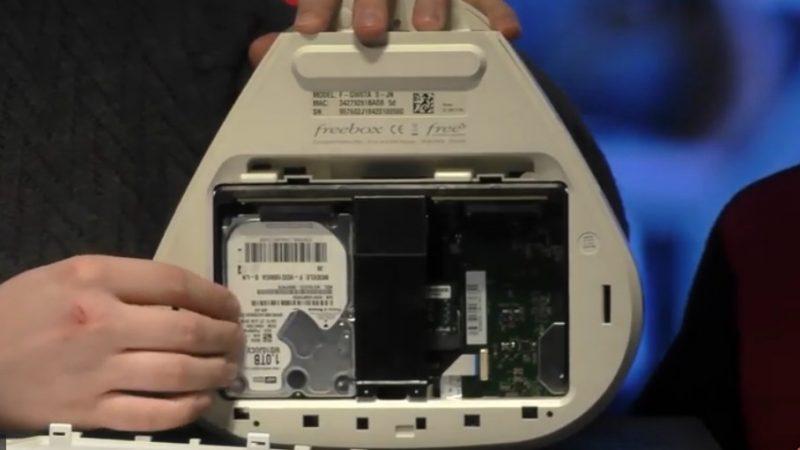 Découvrez en vidéo le Server de la Freebox Delta avec l'installation des disques durs et la configuration du NAS