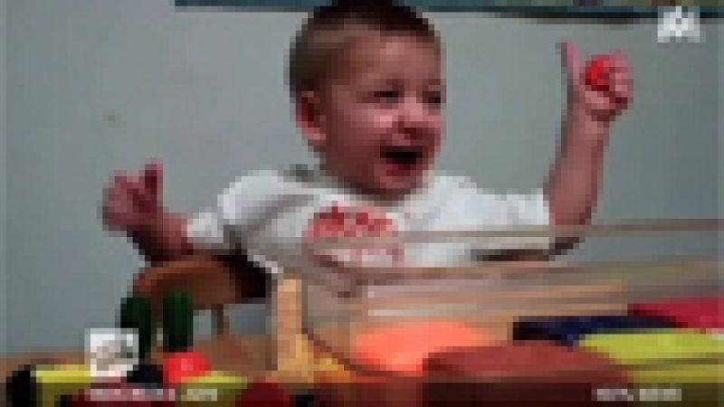 Zapping : Un enfant de 2 ans et demi entend la voix de sa maman pour la première fois,