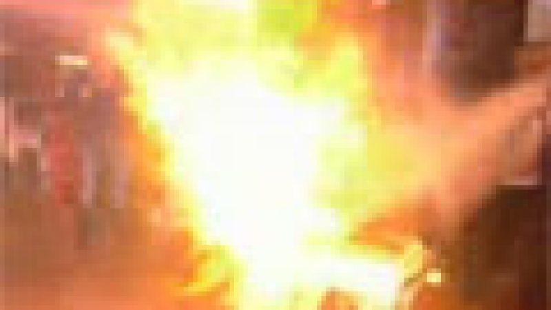 Zapping : Un homme prend feu chez Cauet…
