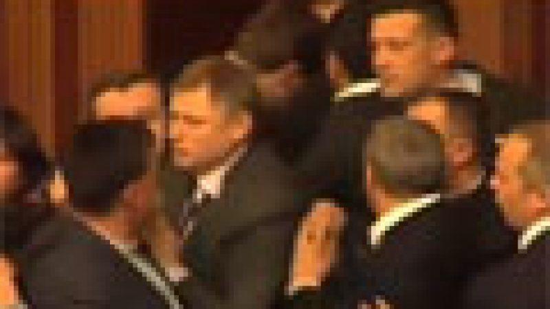 Zapping : Bagarre générale au parlement ukrainien…