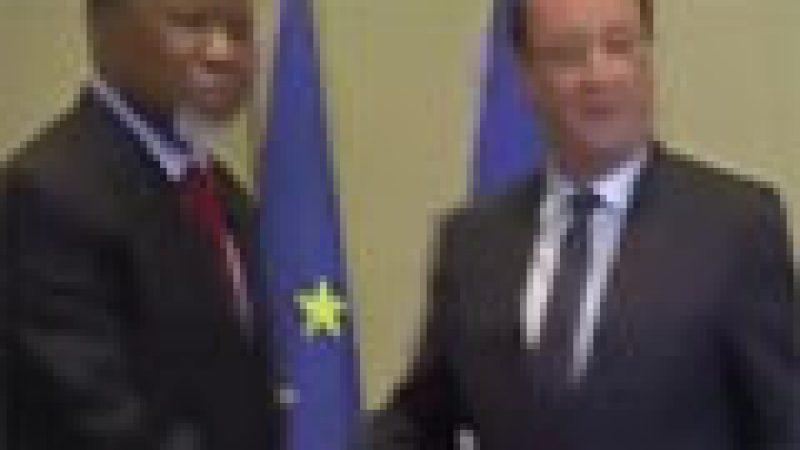 Zapping : Une petite boulette de F. Hollande …