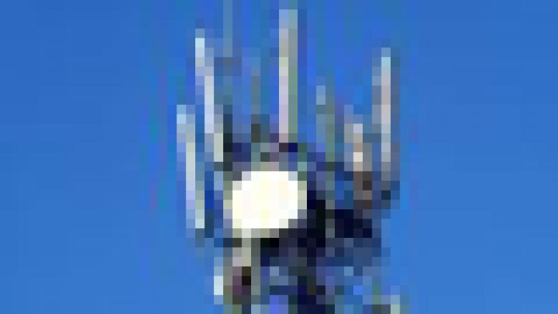 Poussée par le vent, une antenne-relais  tombe d'un immeuble à Bagnolet