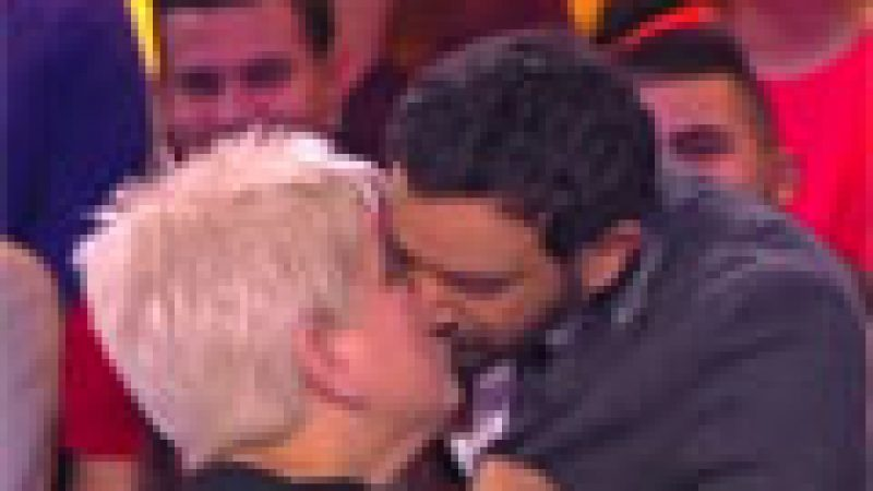 Zapping : bouche à bouche entre Mimi Mathy et Cyril Hanouna…