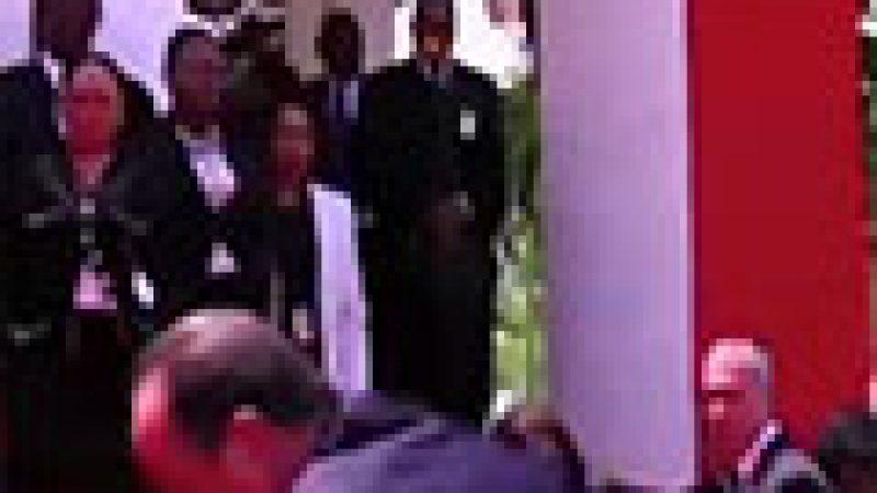 Zapping : Hollande rate la montée des marches …