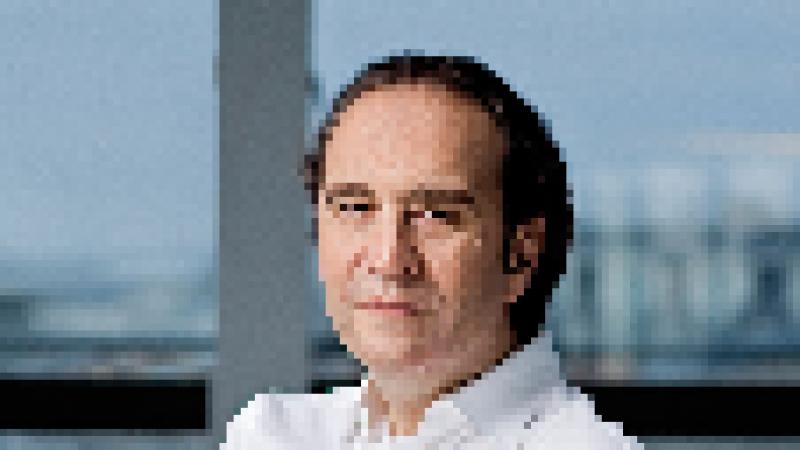 Xavier Niel : « J'ai réussi ma vie grâce à Roland Moreno », l'inventeur de la carte à puce