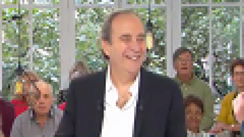 Découvrez l'interview vidéo intégrale de Xavier Niel dans  Clique, où il parle de Mediawan, Free, Le Monde, Station F, etc.