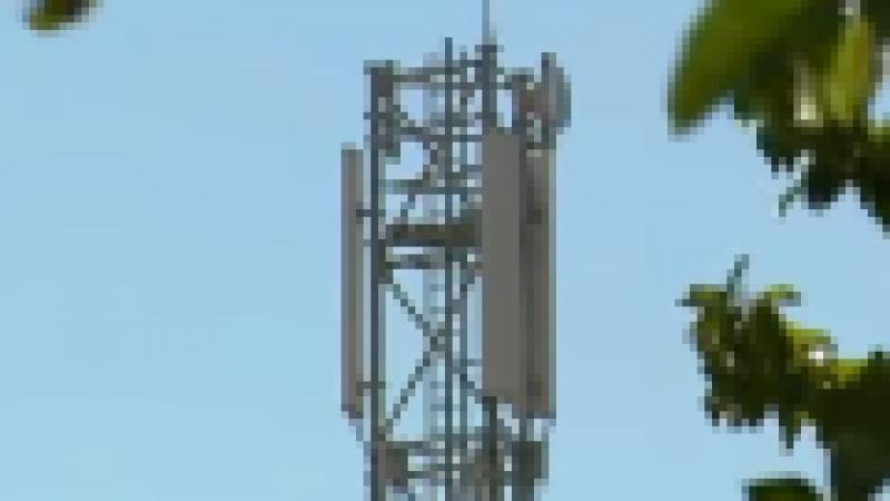 Reportage sur l'inauguration d'un pylône de téléphonie mobile mutualisé par 4 opérateurs à Verdille