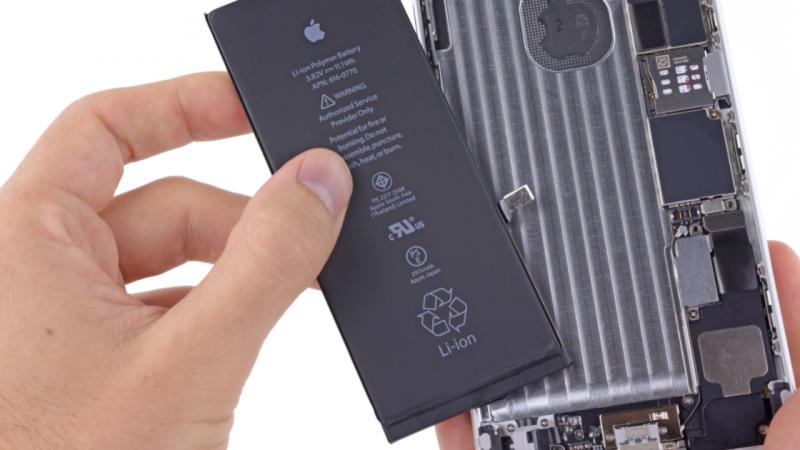 Batterie d'iPhone : un client mord dedans, elle explose immédiatement