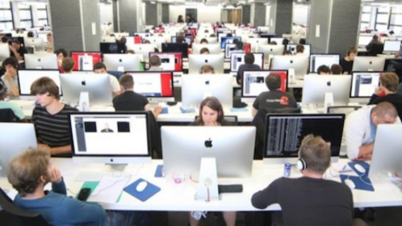 """Les étudiants de l'Ecole 42, fondée par Xavier Niel, participeront au hackathon sur le thème """"Réinventez l'interface homme/machine"""""""