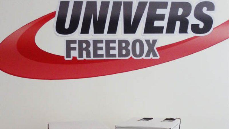 La taille mini des colis Freebox mini 4K face au colis Freebox Révolution