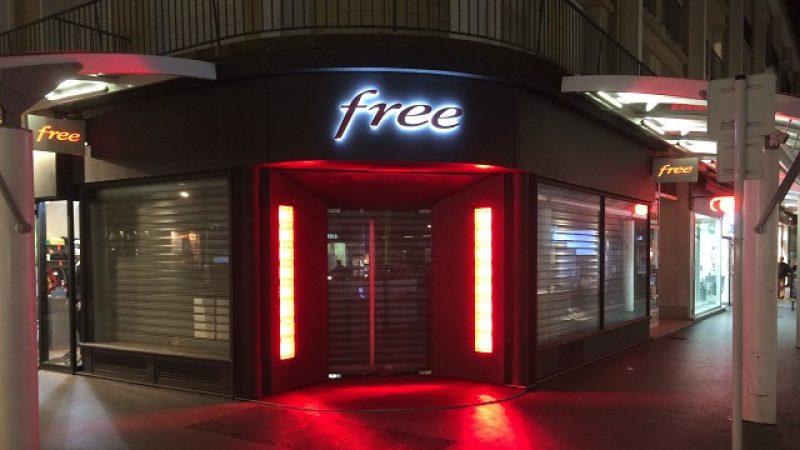 Le Free Center de Saint Nazaire by Night. L'ouverture est toujours attendue