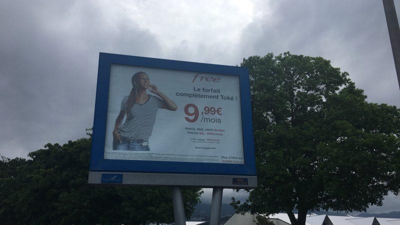 """Free lance un spot TV pour son forfait """"complètement toké"""" à La Réunion"""