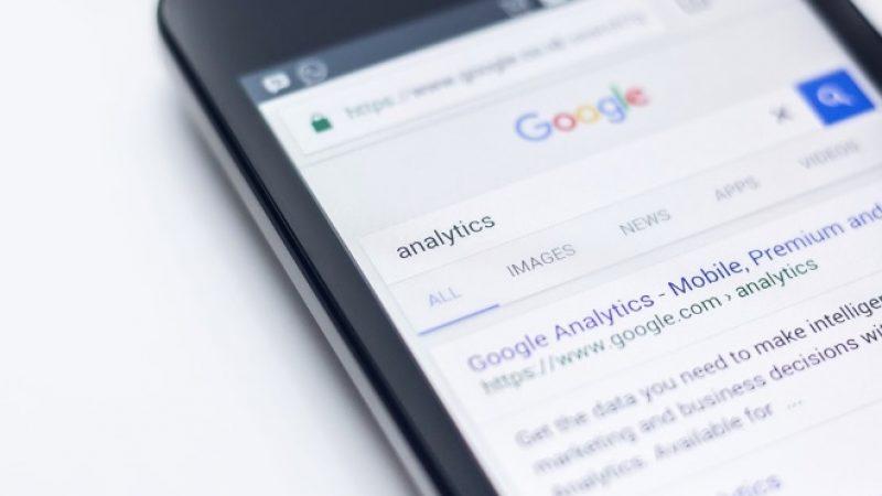 Les recherches Google sont désormais plus souvent effectuées sur mobiles que sur ordinateurs par les Français