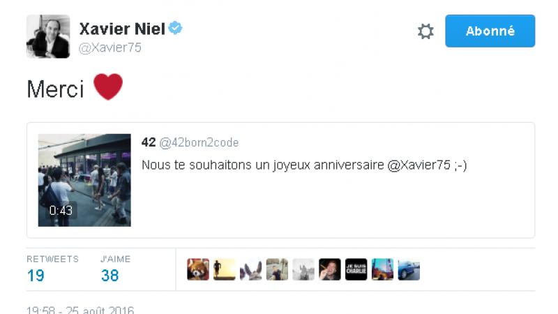 """Clin d'oeil : Toute l'Ecole 42 chante """"joyeux anniversaire"""" à Xavier Niel, qui répond sur Twitter"""