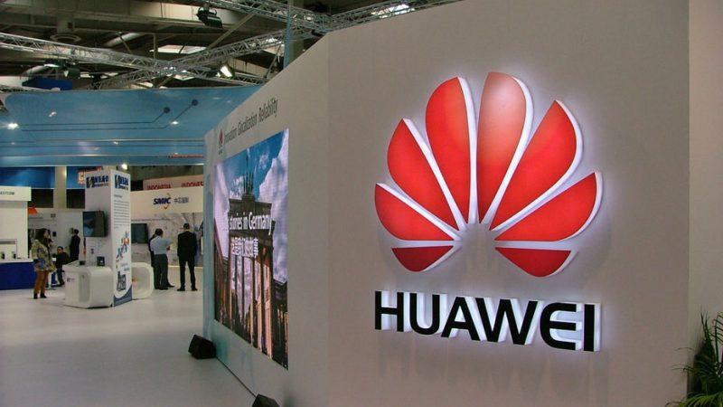 Huawei tease un smartphone borderless avec un trou dans sa dalle