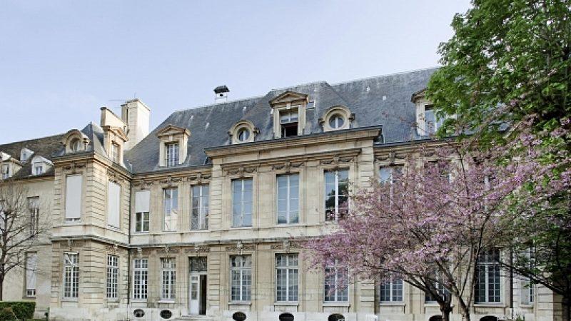 Xavier Niel va racheter un prestigieux hôtel particulier au centre de Paris