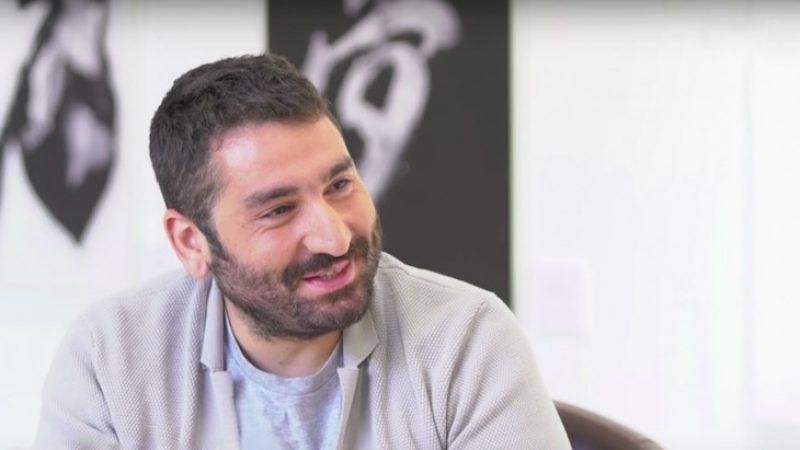 Mouloud Achour prend les commandes d'une nouvelle émission sur Canal + en remplacement de « L'info du vrai, le mag »