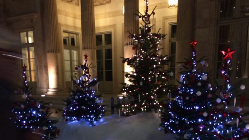 Clin d'œil : le siège de Free se met aux couleurs de Noël