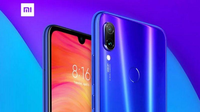 Le smartphone sans encoche de Redmi se montre dans les mains du vice-président de Xiaomi