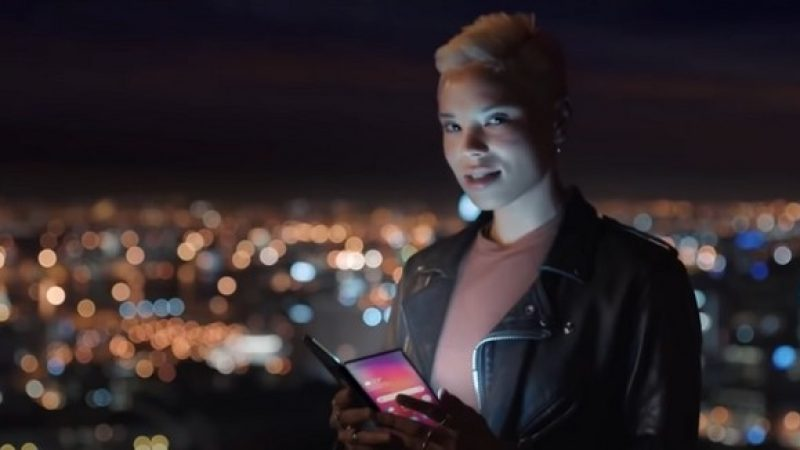 Samsung Galaxy F : le smartphone pliable se montre dans une vidéo promotionnelle