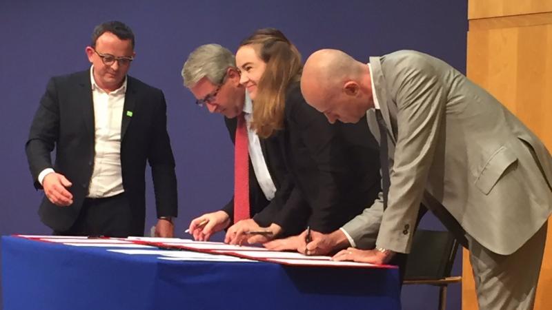 Signature d'un accord pour la création de 40.000 emplois et formations pour mettre en œuvre le Plan France Très Haut Débit